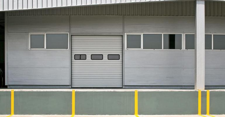 Puerta enrollable plateada